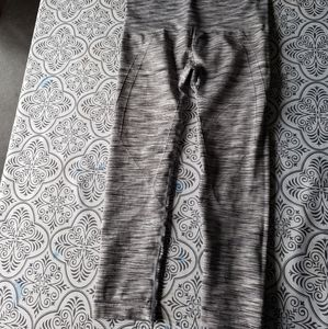 Seemless size small cropped yoga pants